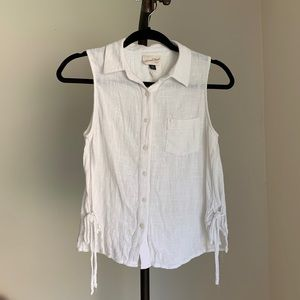 UNIVERSAL THREAD Top White Sleeveless Button Up